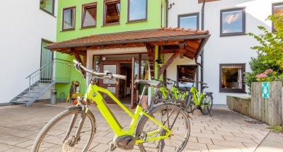 E-Bikes zum Leihen|Biohotel Eggensberger/Moving Pictures